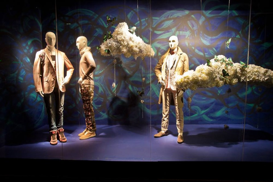best-window-displays_holt-renfrew_2014_spring_in-the-air_03