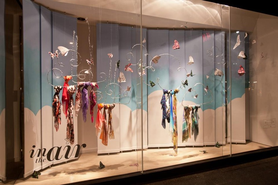 best-window-displays_holt-renfrew_2014_spring_in-the-air_04