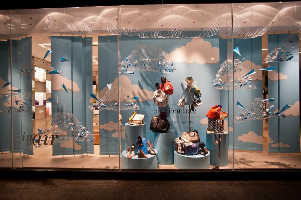 best-window-displays_holt-renfrew_2014_spring_in-the-air_05