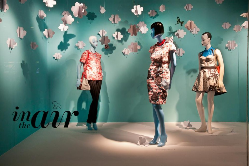 best-window-displays_holt-renfrew_2014_spring_in-the-air_07