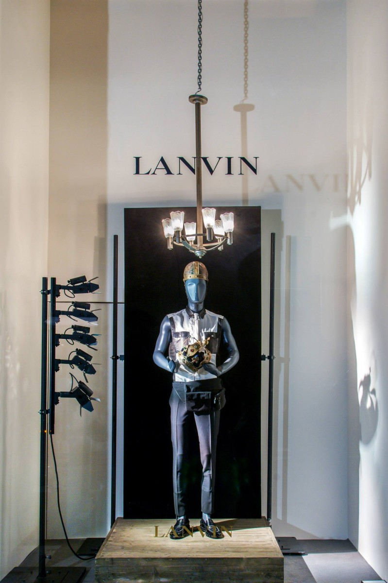 best-window-displays_lanvin_2014_spring_kings-queens_02