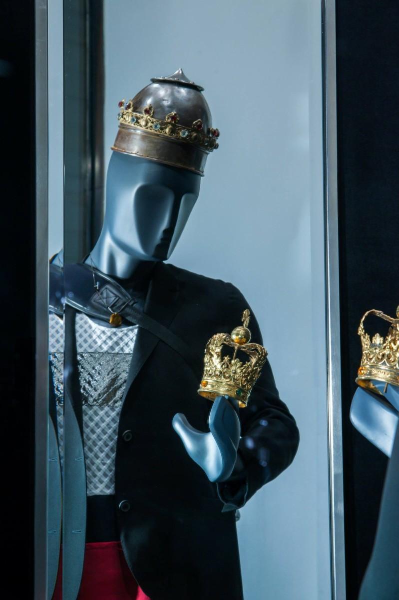 best-window-displays_lanvin_2014_spring_kings-queens_04