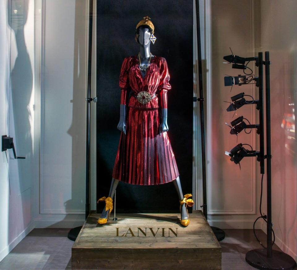 best-window-displays_lanvin_2014_spring_kings-queens_11