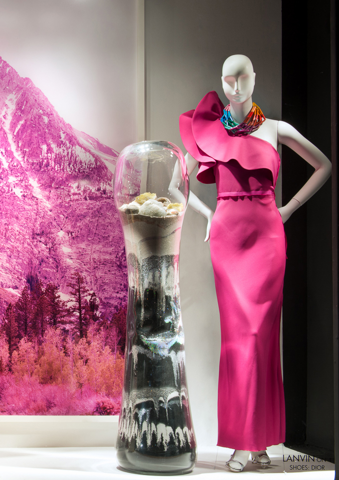 best-window-displays_2014_spring_frieze-art-fair_salon-94_08
