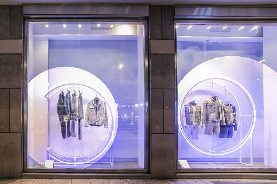 best-window-displays_calvin-klein_2014_summer_up-in-the-clouds_StudioXAG_04