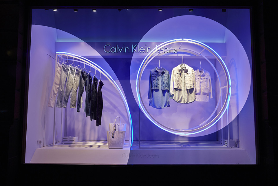 best-window-displays_calvin-klein_2014_summer_up-in-the-clouds_StudioXAG_09