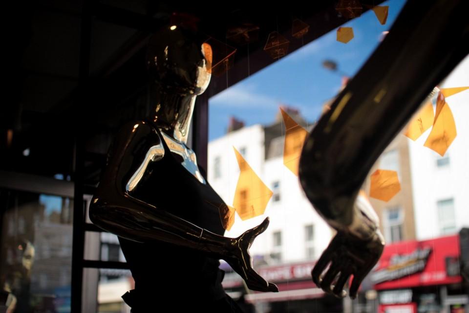 best-window-displays_camden-create-festival_2014_summer-inferno_tunnel-studios_06