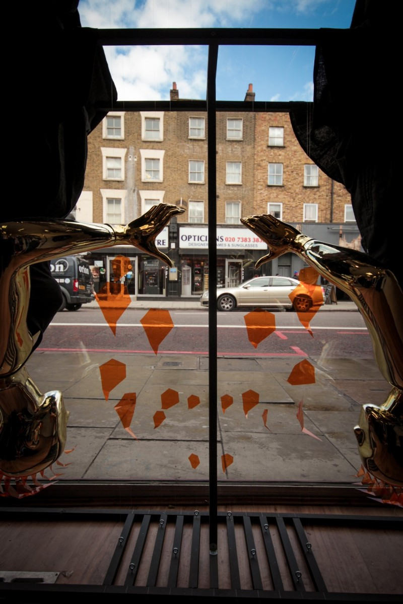 best-window-displays_camden-create-festival_2014_summer-inferno_tunnel-studios_08