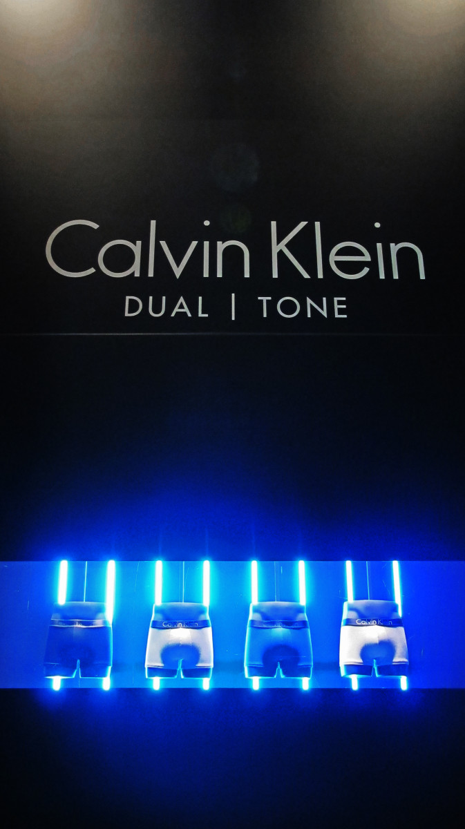best-window-displays_calvin-klein_2014_summer_dual-tone_02