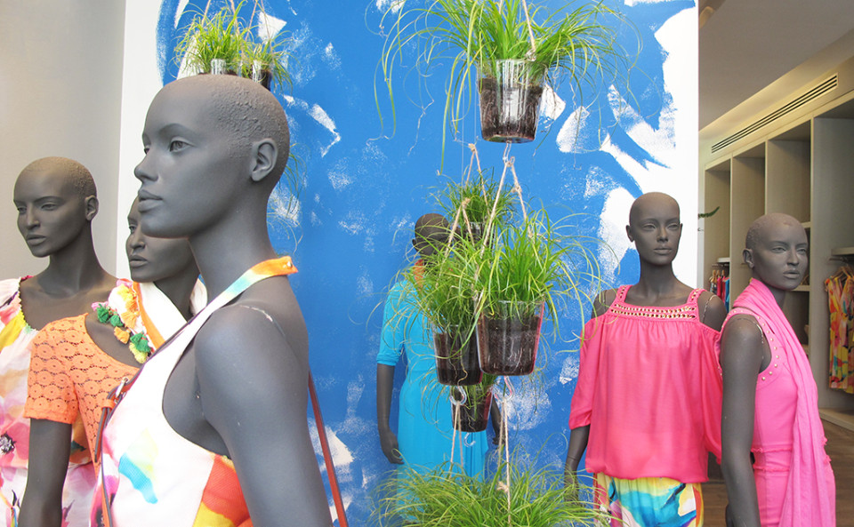 best-window-displays_caroline-biss_2014_summer_03