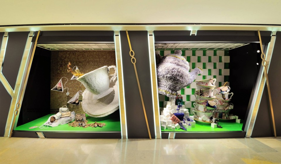 best-window-displays_harvey-nichols-hk_2014_summer_the-objects_02