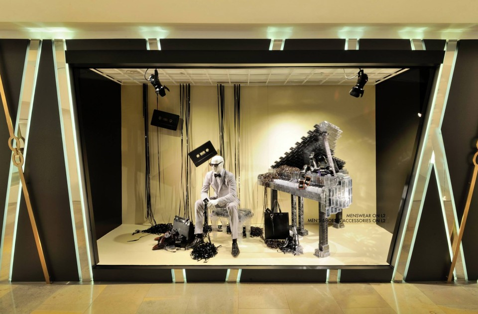 best-window-displays_harvey-nichols-hk_2014_summer_the-objects_04