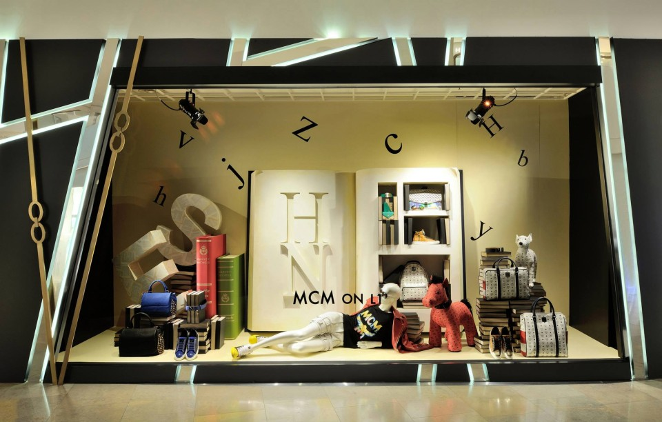 best-window-displays_harvey-nichols-hk_2014_summer_the-objects_05