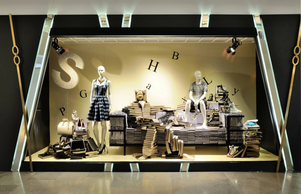 best-window-displays_harvey-nichols-hk_2014_summer_the-objects_06
