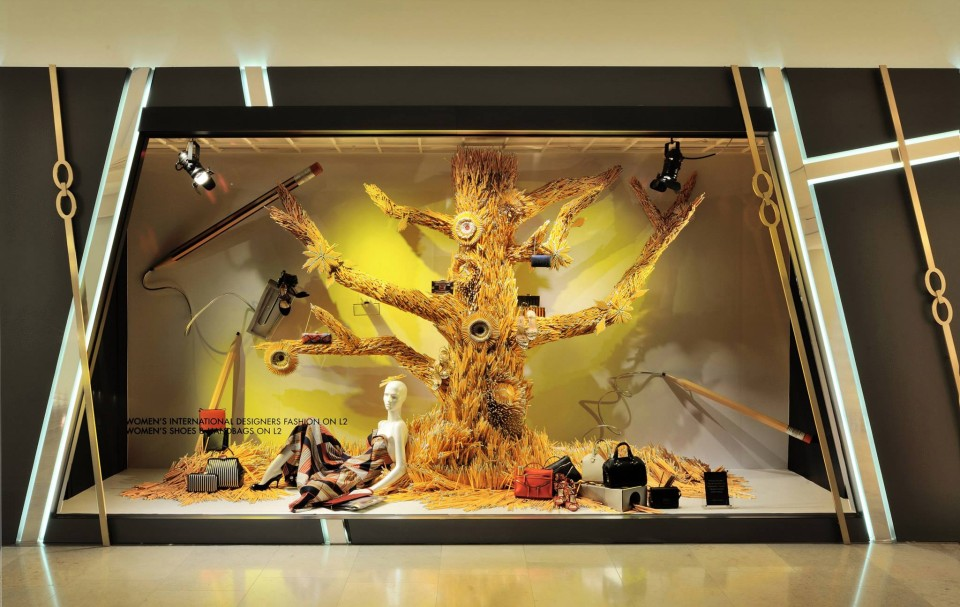 best-window-displays_harvey-nichols-hk_2014_summer_the-objects_07
