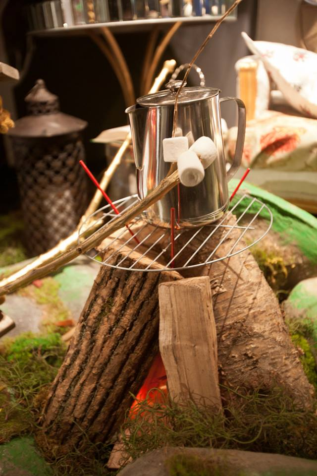 best-window-displays_holt-renfrew_2014_summer_glamping_05