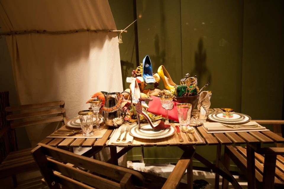 best-window-displays_holt-renfrew_2014_summer_glamping_10