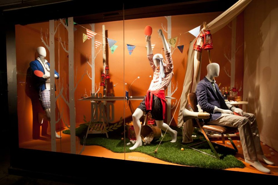 best-window-displays_holt-renfrew_2014_summer_glamping_11