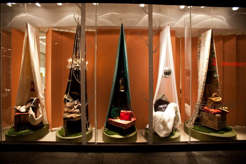 best-window-displays_holt-renfrew_2014_summer_glamping_13