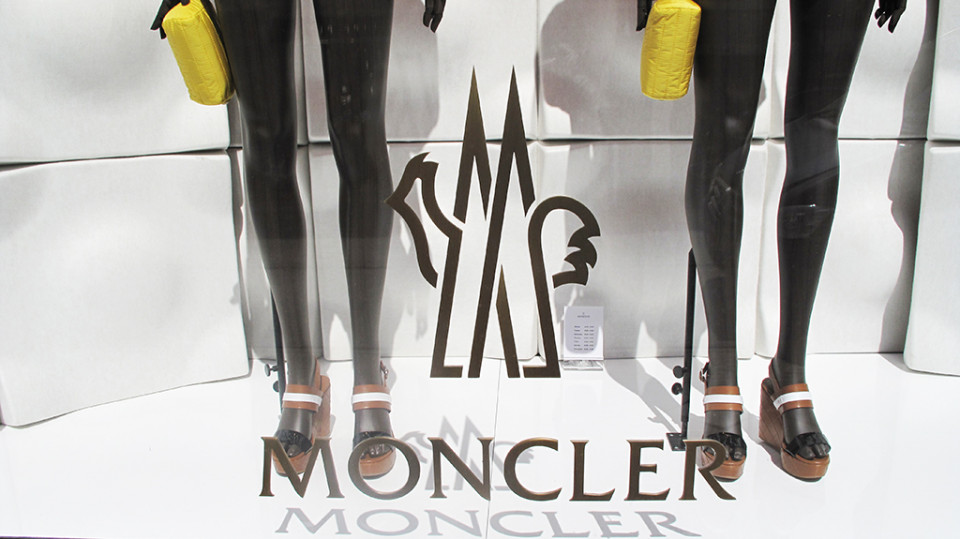 best-window-displays_moncler_2014_summer_floral-collection_09