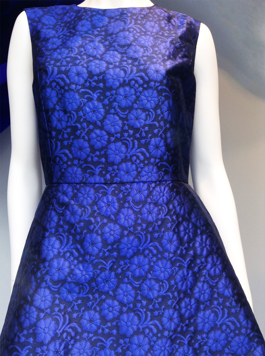 best-window-displays_dior_2014_summer_purple-flowers_05
