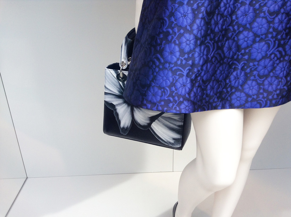 best-window-displays_dior_2014_summer_purple-flowers_07