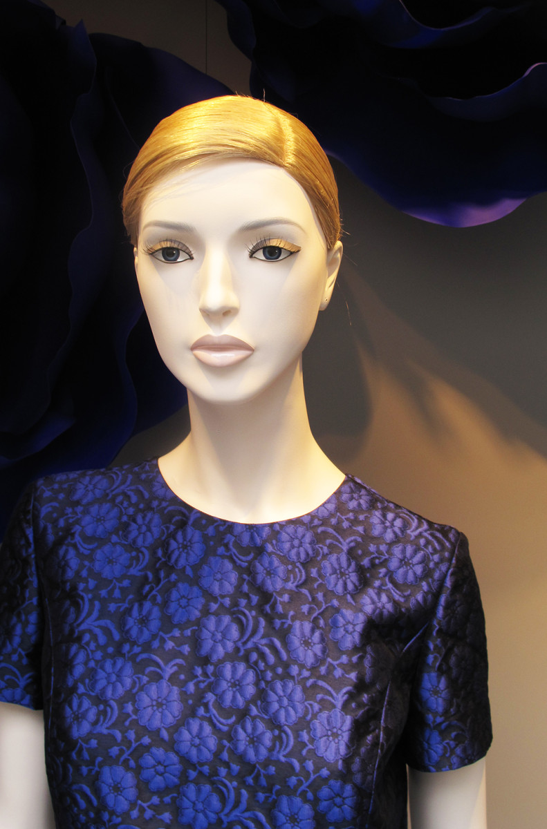 best-window-displays_dior_2014_summer_purple-flowers_14