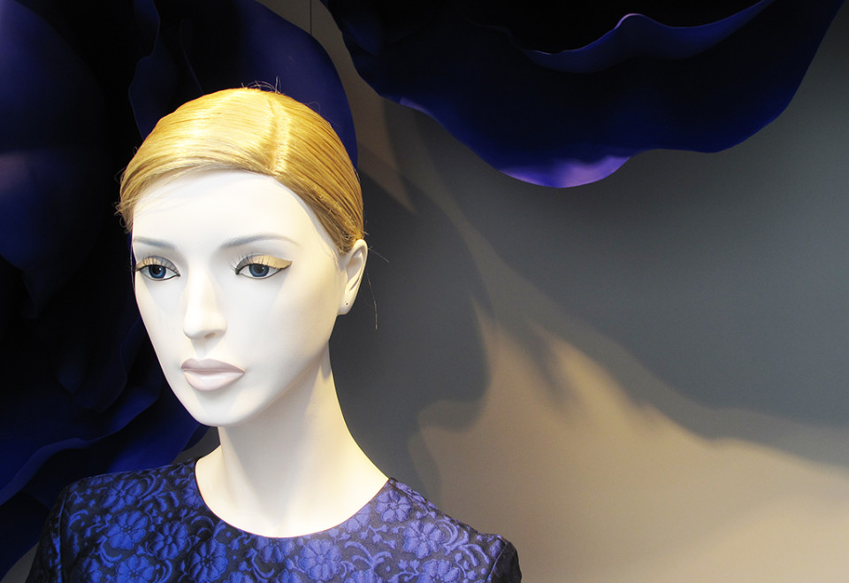 best-window-displays_dior_2014_summer_purple-flowers_16
