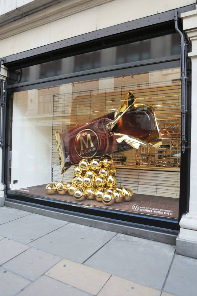 best-window-displays_selfridges_2014_summer_make-my-magnum_02
