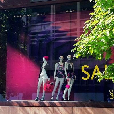 Aizone Summer Sale Window Display by ARTE VETRINA PROJECT