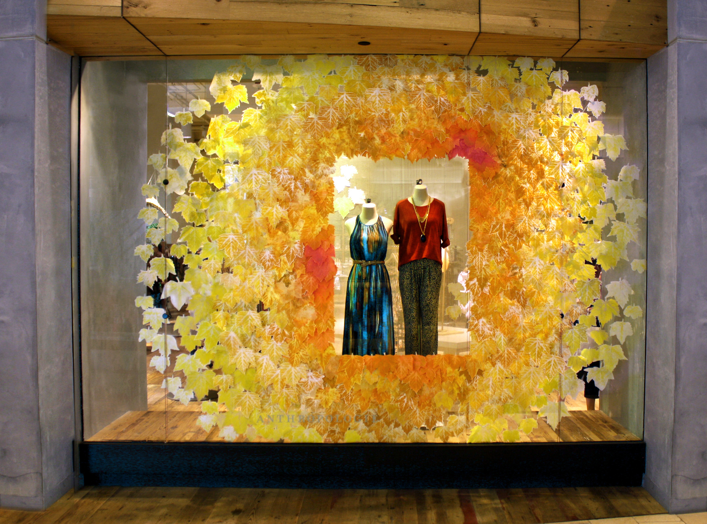 Anthropologie 39 turning of the leaves 39 fall window displays for Anthropologie store decoration ideas