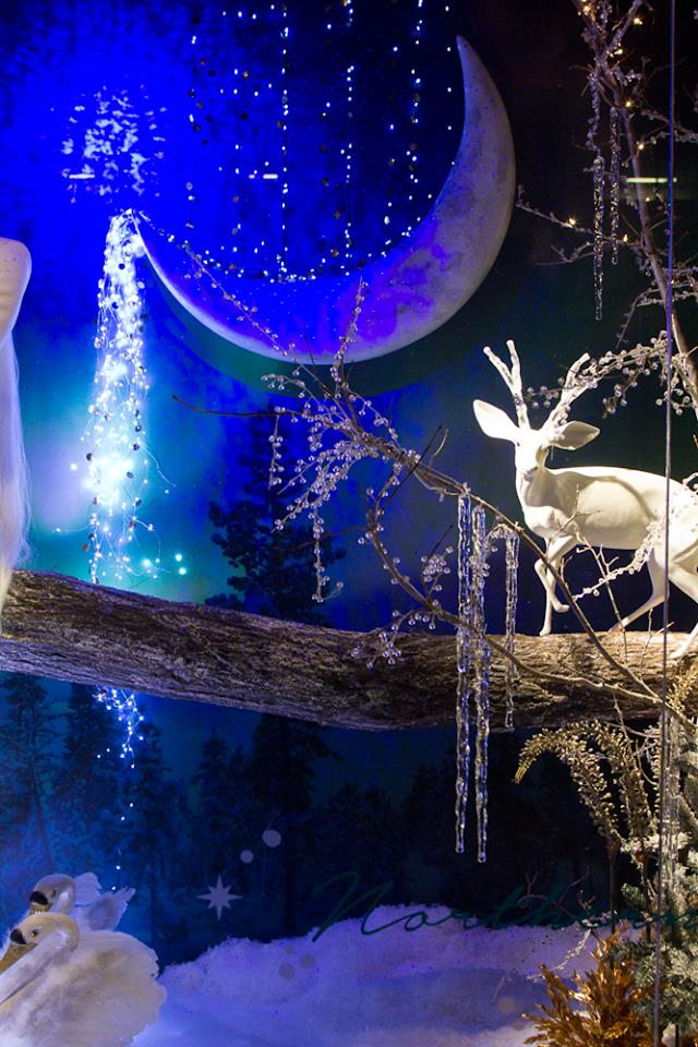 best-window-displays_holt-renfrew_2014_christmas_nothern-lights_04