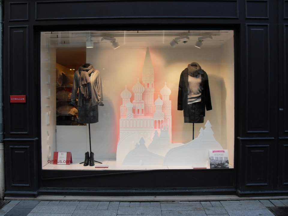 CYRILLUS Christmas Window Display by TOMISH design
